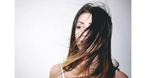 Cum să îngrijești părul subțire, fin fără volum?